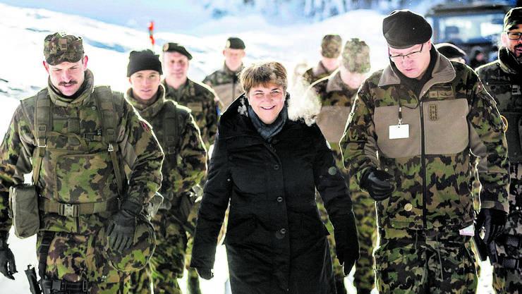 Bundesrätin Viola Amherd bei einem Truppenbesuch.