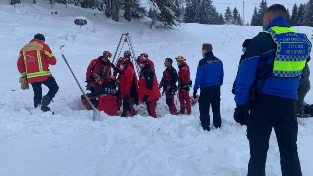 Junges Mädchen in Rettungsaktion unverletzt aus Höhle geborgen