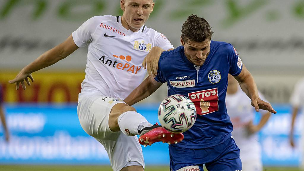 Becir Omeragic vom FCZ (links) gegen den Luzerner Pascal Schürpf
