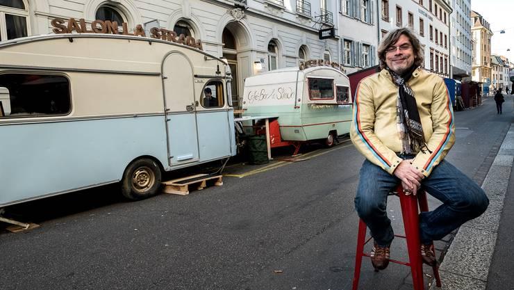 Erleichterter Tino Krattiger: Im Wohnwagen «Salon la Strada» treffen sich ehemals genervte Anwohner der Rheingasse demnächst zum Abendessen.
