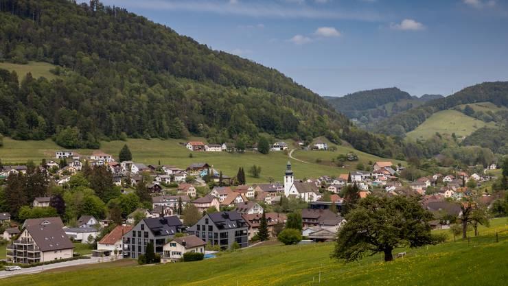 Moderne Wohnsiedlungen, aber keine neuen Firmen prägen das Ortsbild in Holderbank.