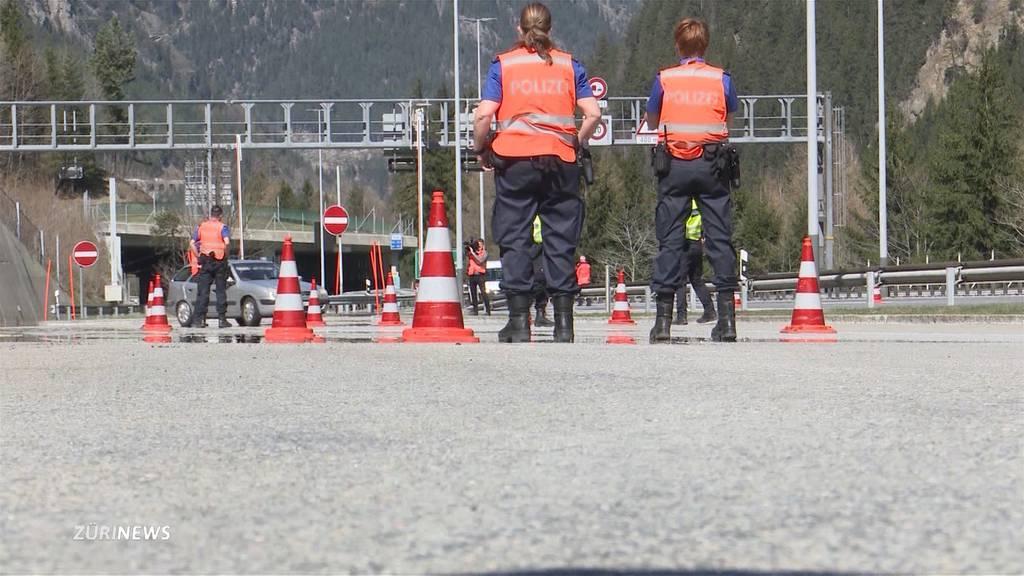 Kantone verstärken über Ostern die Kontrollen am Gotthard