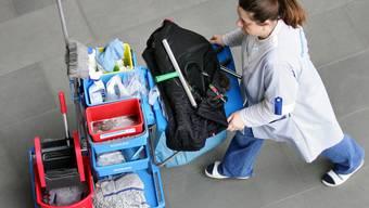 Auch Reinigungsaufträge müssen ausgeschrieben werden - wie alle Dienstleistungen ab 150'000 Franken. (Symbolbild)