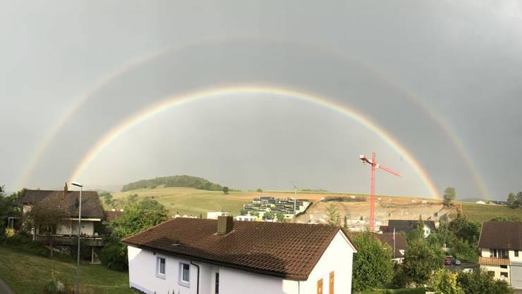 Regenbogen bei Bözen und Elfingen