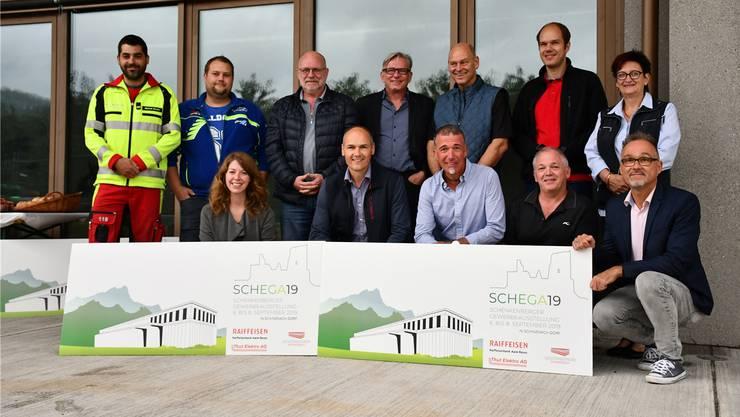 Das Schega-OK mit den Vertretern der Firma Constri, der Firma Samuel Amsler und der Feuerwehr Schenkenbergertal.