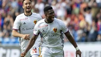 Bejubelt sein erstes Tor für den FCB: Neftali Manzambi (rechts).