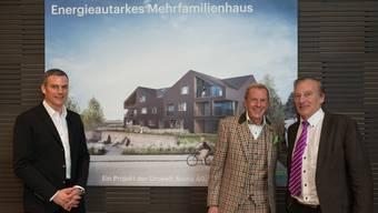 Architekt René Schmid mit seinem Vater, dem Bauunternehmer Walter Schmid und Moderator Kurt Aeschbacher.