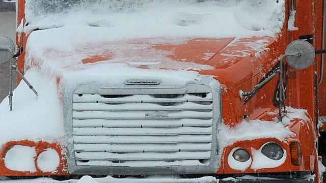 Diverse US-Strassen schneebedeckt