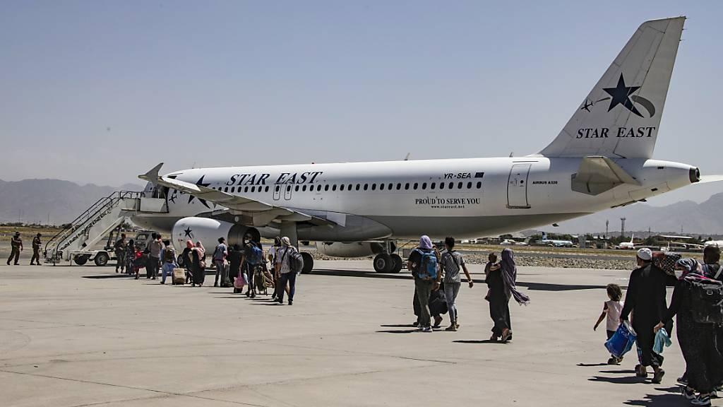 USA und Verbündete fliegen fast 3000 Menschen aus Kabul aus