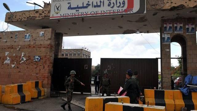Soldaten vor dem Innenministerium in Sanaa (Archiv)