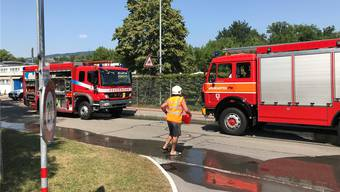 Chlorgas-Alarm in der Badi Bremgarten: Die Feuerwehr musste alle Gäste evakuieren. Leserfoto