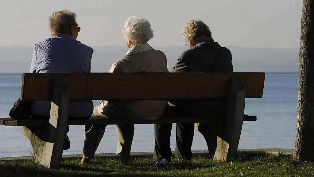 Sollen Frauen in der Schweiz erst mit 65 statt mit 64 Jahren pensioniert werden? Am Mittwoch entscheidet der Nationalrat darüber. (Themenbild)