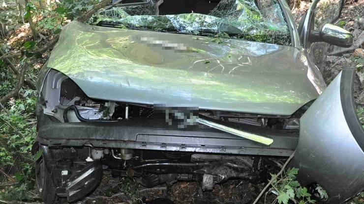 Das total beschädigte Auto.