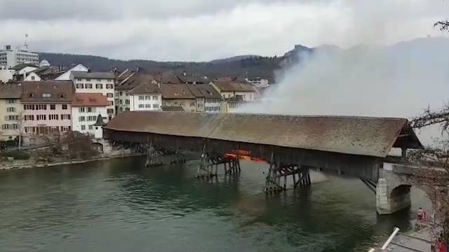 Flammen am  28. März an der Oltner Holzbrücke – die Videos unserer Leser