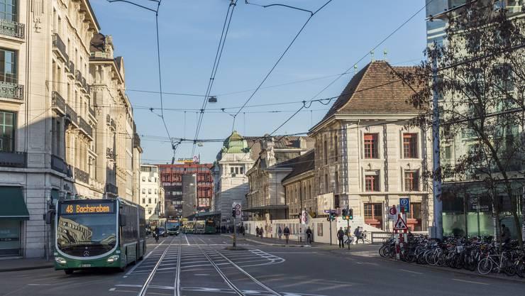 Mitarbeiter der Zollverwaltung entdeckten den mutmasslichen Dieb am französischen Bahnhof in Basel.