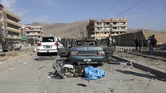 Bei einem Autobombenanschlag in der afghanischen Hauptstadt Kabul sind mindestens zwölf Menschen getötet und zahlreiche verletzt worden.