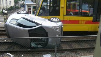 Kollision zwischen einem Auto und einem BLT-Tram