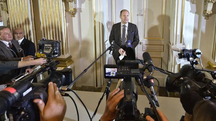 Peter Englund bei einer Medienkonferenz.
