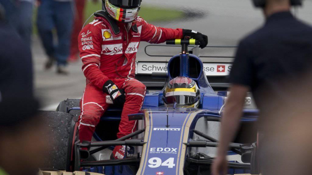 Sebastian Vettel wurde nach dem Rennen von Saubers Pascal Wehrlein an die Boxen zurückgebracht