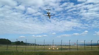 Ein Flugzeug im Nordanflug auf den Flughafen Zürich.  Foto: Frank Reiser