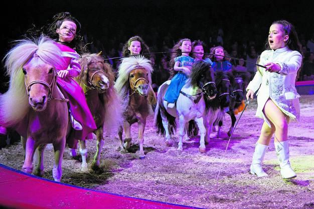 Chanel Marie Knie während ihres Auftritts an der Premiere zur 100-Jahr-Jubiläumstournee des Circus Knie. Bild: Melanie Duchene/Keystone (Rapperswil, 21. März 2019)