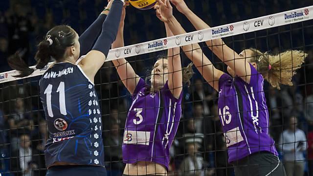 Block der Volero-Spielerinnen Ninkovic (mitte) und Granvorka