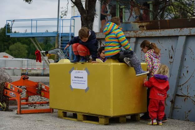 Für den Wettbewerb musste das Gewicht des goldenen Legos geschätzt werden.