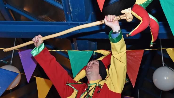 Thömu dr 1. wurde als Obernarr proklamiert.