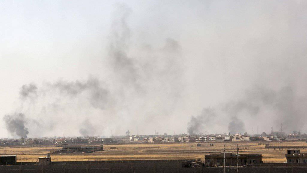 Rauch steigt über Mossul auf. (Archivbild)