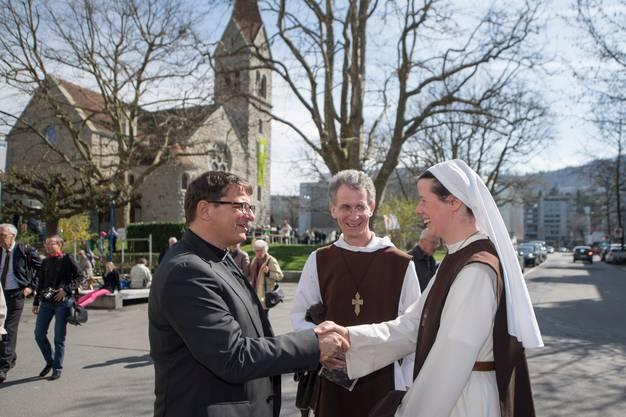 Bischof Felix Gmür setzt sich für die Besserstellung von Frauen in der katholischen Kirche ein – dafür erhält er Lob von progressiver Seite.