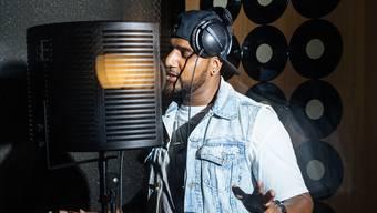 In seinem Tonstudio in Zürich produzierte Siga neue Tracks.
