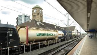 Güterzug im Badischen Bahnhof