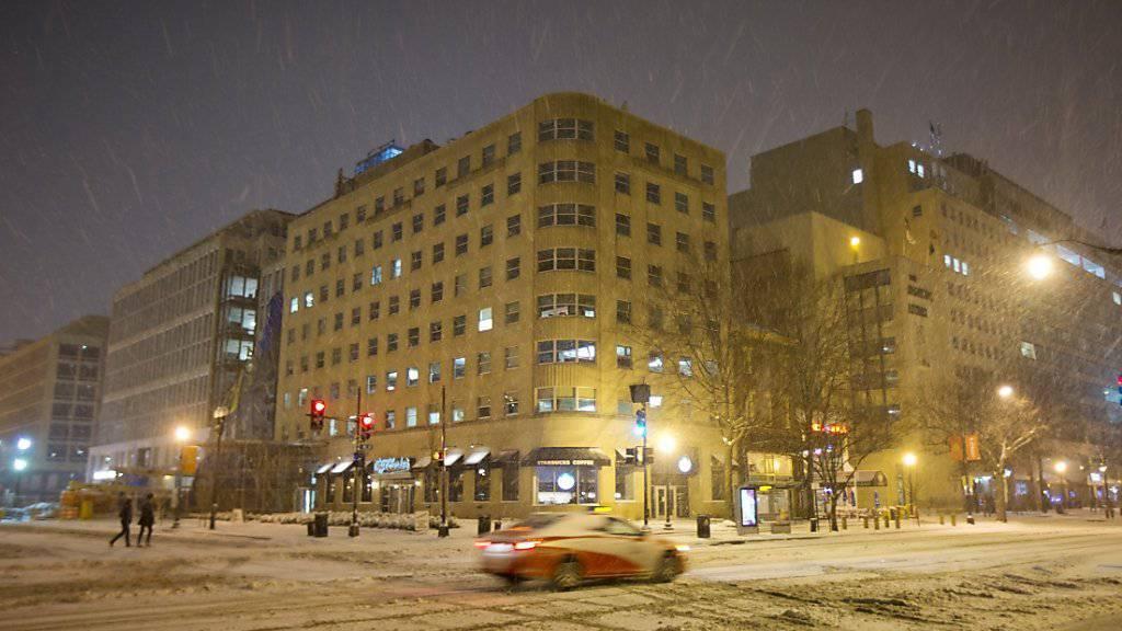 Der Wintersturm ist da: Downtown Washington am Freitagabend. Innerhalb von wenigen Stunden erwarten die Meteorologen bis zu einem halben Meter Schnee.