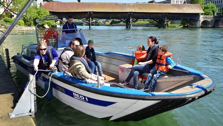 Eine Fahrt mit dem Polizeiboot auf der Aare Ein Highlight für Gross und Klein an der «alibi'16» in Olten, dem Publikumstag der Kantonspolizei Solothurn.