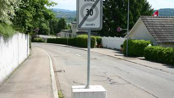 Bald Vergangenheit: An der Dorfstrasse gilt künftig durchgehend Tempo 30. (zim)