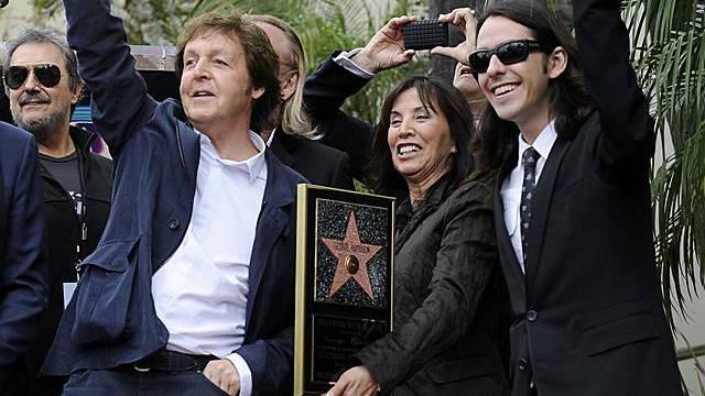 McCartney mit Witwe und Sohn Harrisons
