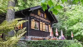 «Hand in Hand durch Berg und Land»: Die Waldhütte der Naturfreunde Schlieren steht am Wochenende Wanderern offen.