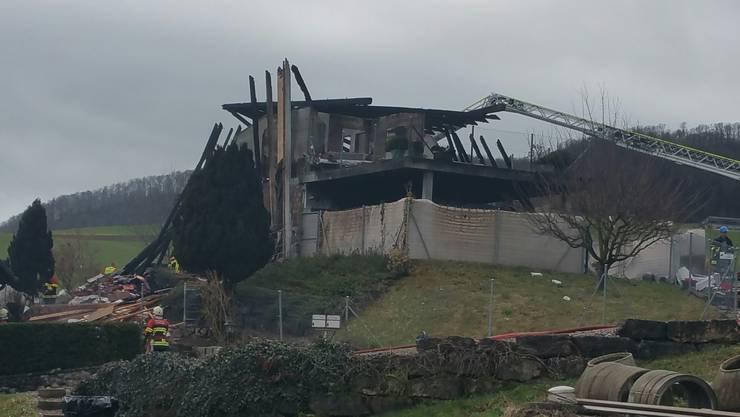 Das Feuer brach am frühen Sonntagmorgen, 17. März 2017, in einem Einfamilienhaus in der Fricktaler Gemeinde Gansingen aus. Inzwischen ist die Hausruine verschwunden.