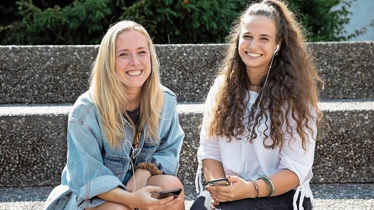 Finja Basan (links) und Jamie Mahlstein haben ihren Podcast unter dem Namen «Pferde Cordon Bleu Hawaii» gestartet.