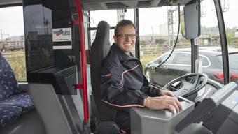 Einmal pro Monat setzt sich Chefredaktor Christian Dorer hinter das Bus-Steuer. Dabei kommt es zu Begegnungen mit Leser und Leserinnen der Aargauer Zeitung.