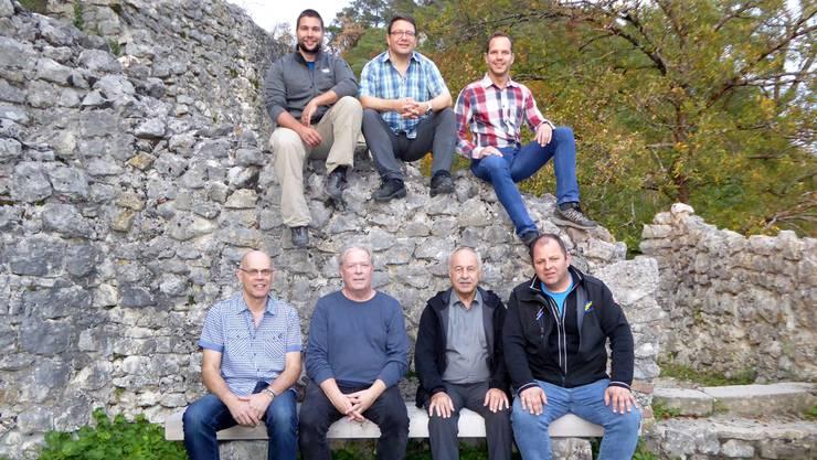 Der voll motivierte Vorstand des Schlossvereins: (vorne v.l. Stephan Müller, Kurt Meyer, Max Rütti, Dolf Rütti und (oben v.l.) Benedikt Fluri, Thomas Fluri, Nino Joller (Präsident).