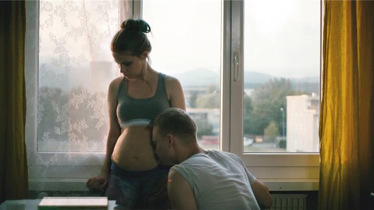 Jasna Fritzi Bauer und Sven Schelker in «Goliath»: Die Schwangerschaft weckt seinen Beschützerinstinkt. Filmcoopi