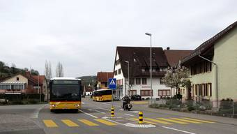 Mit der Staffeleggstrasse, hier ein Ausschnitt aus dem Dorfzentrum, wird sich der Gemeinderat Herznach auch in der aktuellen Legislaturperiode beschäftigen. – Foto: chr