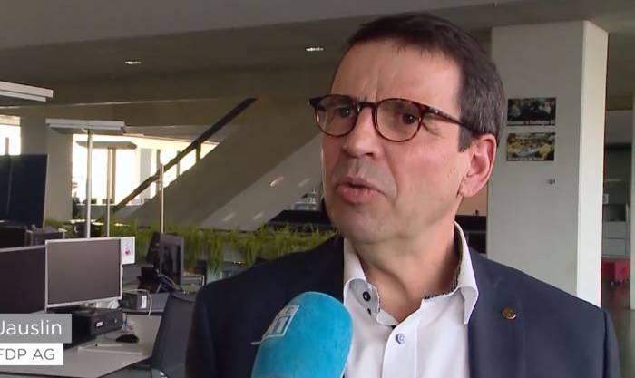 FDP-Nationalrat Jauslin kritisiert die Sperrfrist von Bund und Kanton.