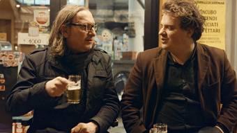 In «Idiotikon» begleitet Gianni (Gianni Keller, r.) seinen Kumpel Dimi (Dimitri Denage, l.) auf einen amüsanten und absurden Roadtrip nach Italien.