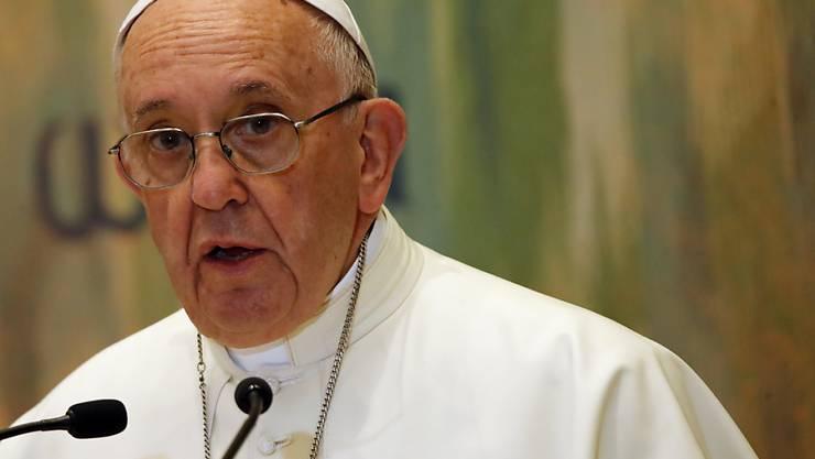"""""""Je mehr wir soziale Medien nutzen, desto weniger sozial verhalten wir uns"""", sagte Franziskus am Sonntag in seiner Pfingstpredigt auf dem Petersplatz in Rom. (Archivbild)"""