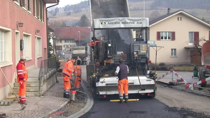 Millionenprojekt: Die Sanierung der Dorfstrasse in Effingen. Foto: az-archiv
