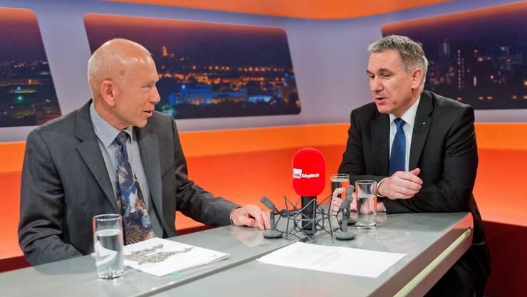 alv-Präsident Niklaus Stöckli (links) und Bildungsdirektor Alex Hürzeler diskutieren sachlich.