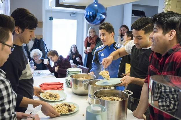 Im Rahmen der Afghanistan-Woche der Kanti Baden, luden die Afghanen der Asylunterkunft im ehemaligen Restaurant Metropol zum Mittagessen ein, Baden, 28. November 2018.
