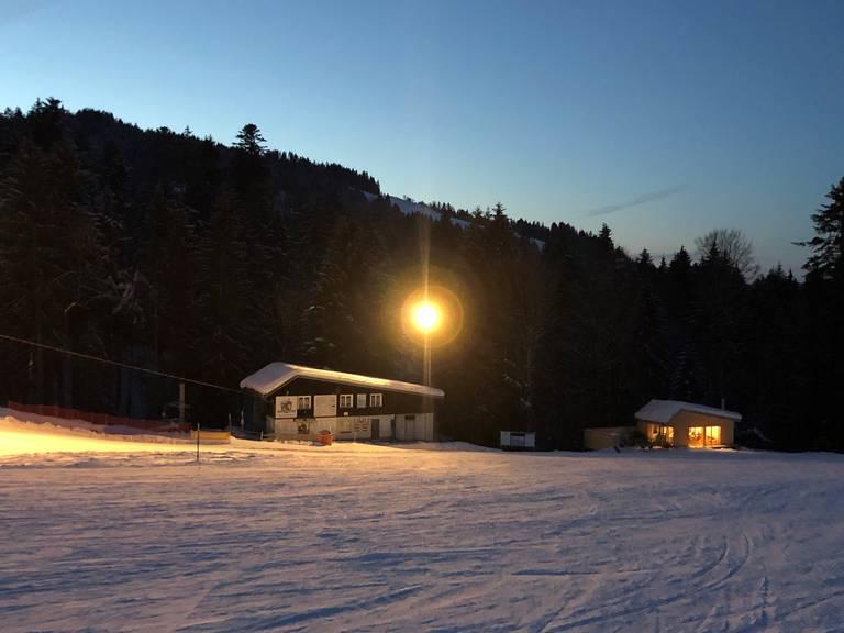 Ab Donnerstagnacht kann man auf dem Tanzboden wieder Skifahren (Bild: zVg)